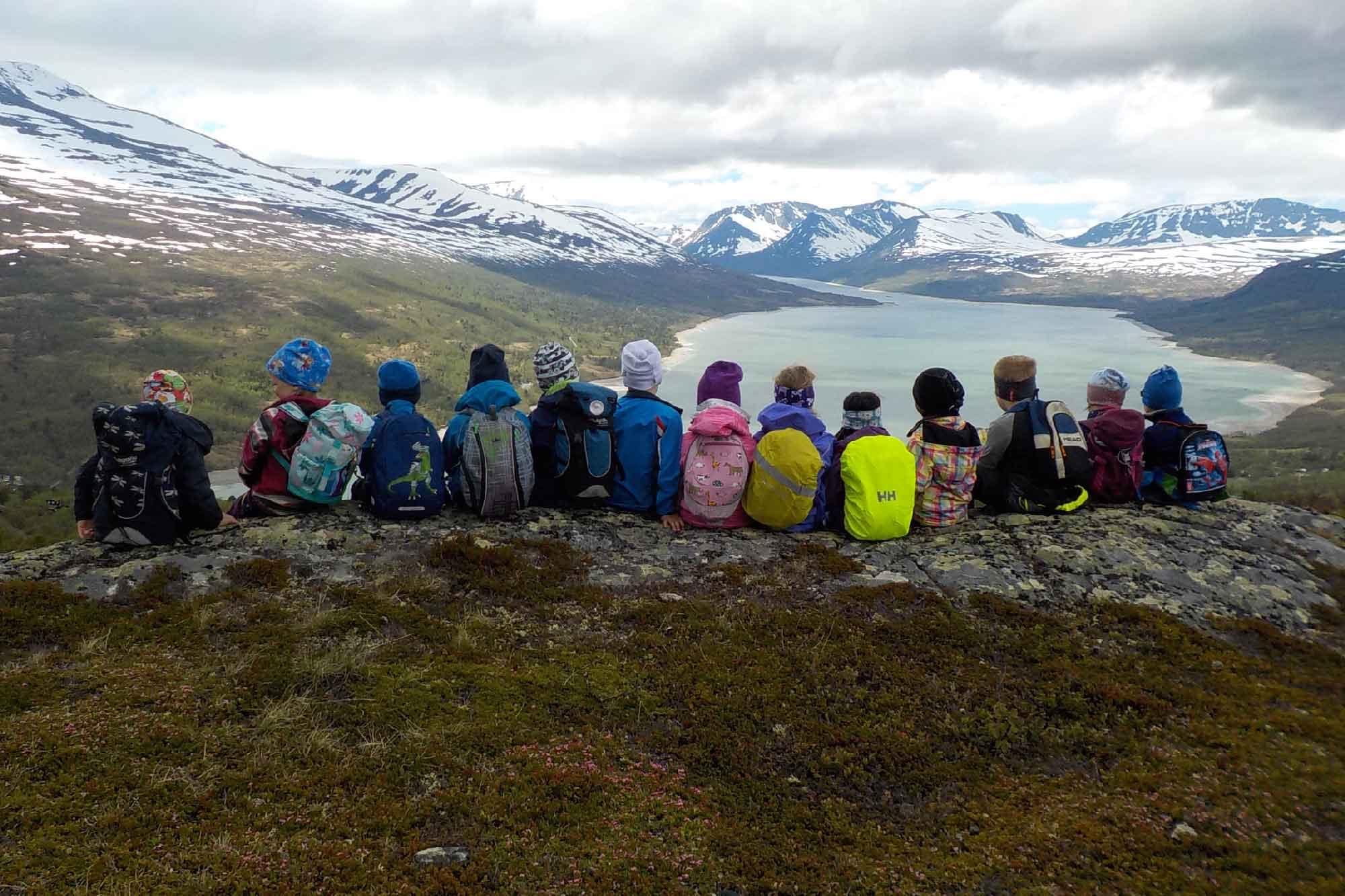 Barn på fjelltur