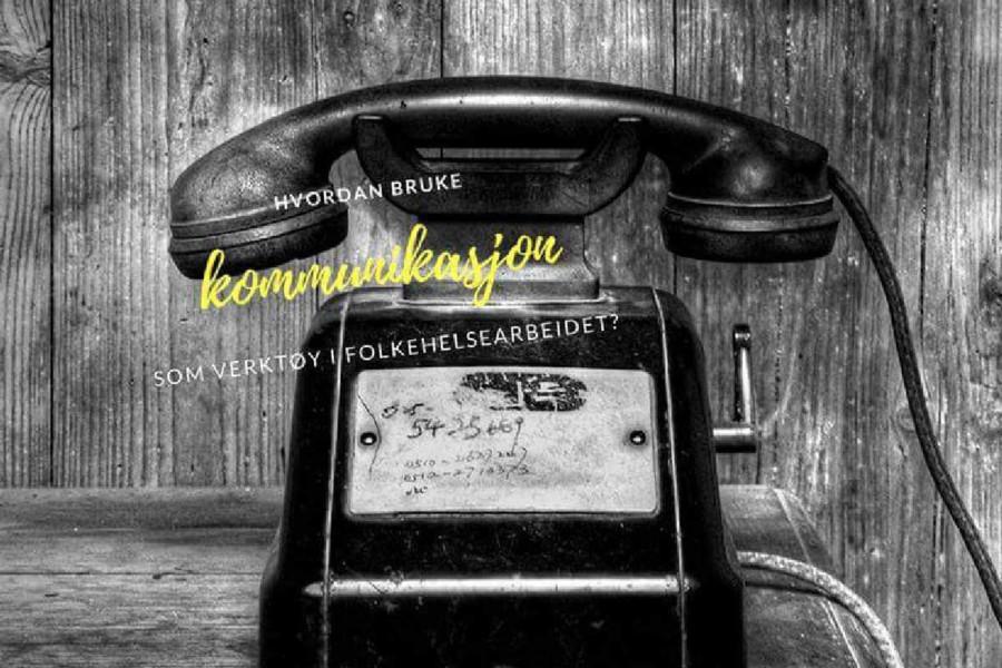 Gammel telefon på bord