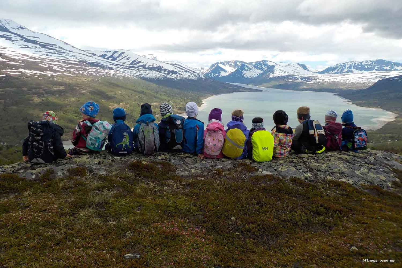 Barnehagebarn på fjelltur