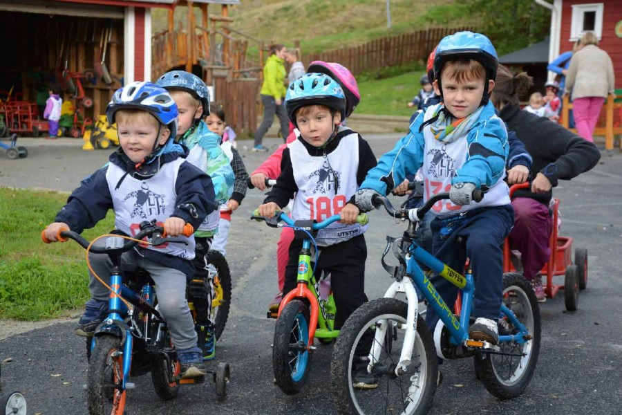 Barn på sykkel