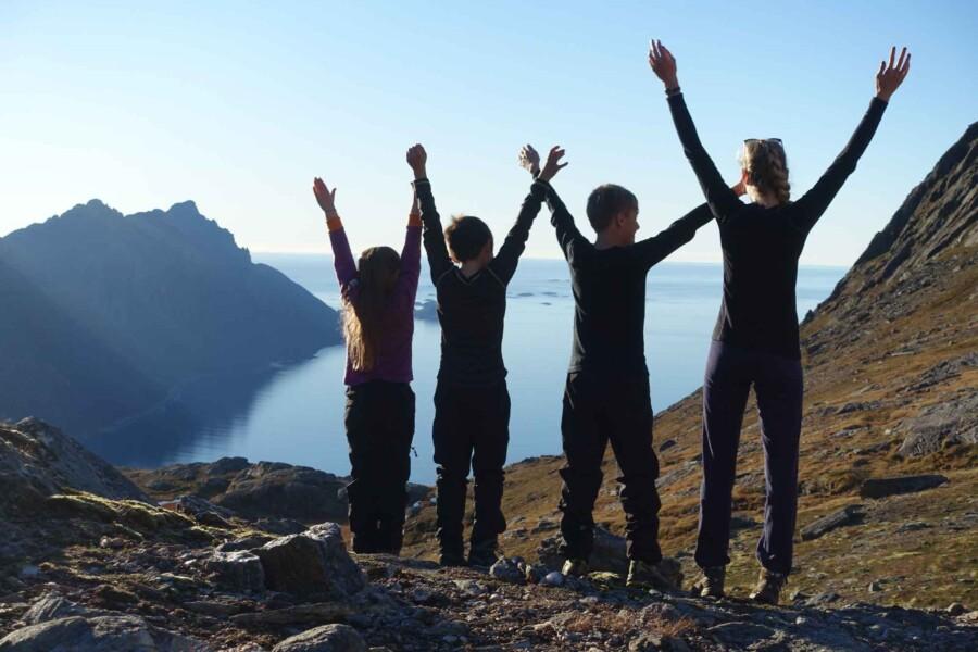 Barn paa fjellet i Steigen